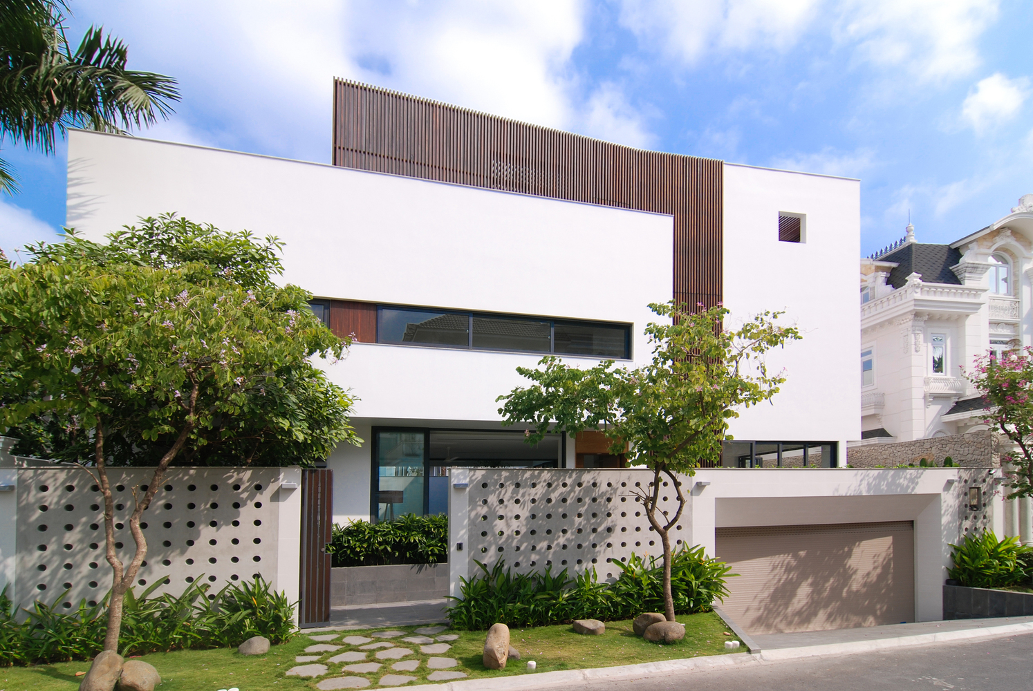 Eden Villa – Vay mượn không gian xanh bên ngoài để mở rộng tầm nhìn nội thất