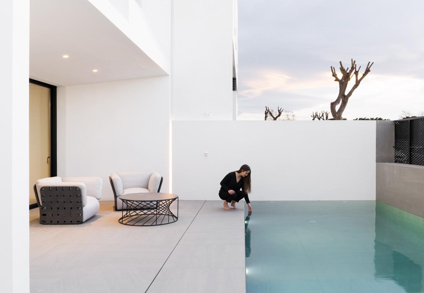 Nhà đẹp nước ngoài - Brise Soleil House 16