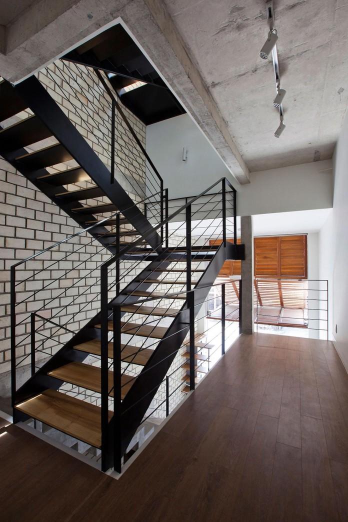 Nha dep Sai Gon - TOWN HOUSE WITH A FOLDING-UP SHUTTER 10