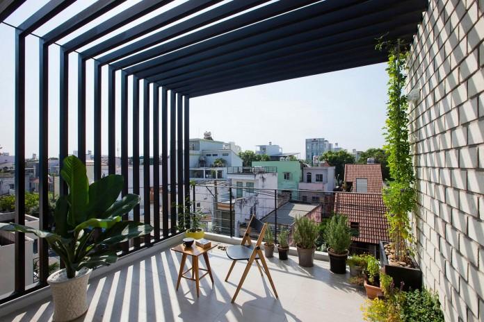 Nha dep Sai Gon - TOWN HOUSE WITH A FOLDING-UP SHUTTER 4