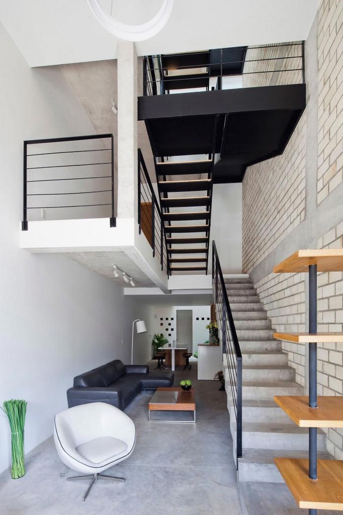 Nha dep Sai Gon - TOWN HOUSE WITH A FOLDING-UP SHUTTER 6