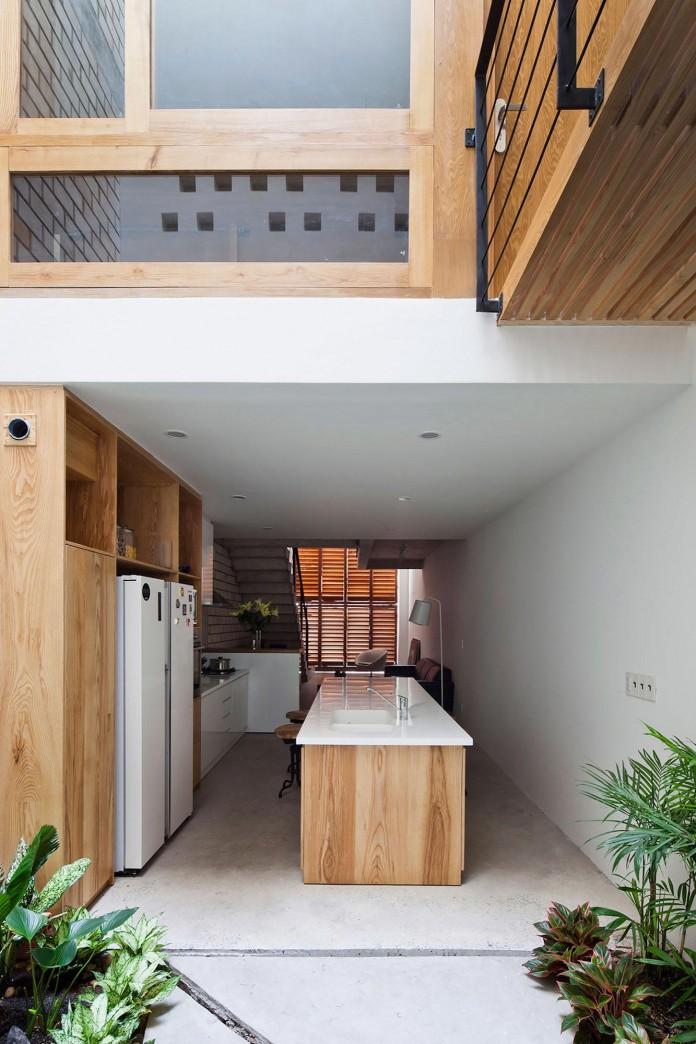 Nha dep Sai Gon - TOWN HOUSE WITH A FOLDING-UP SHUTTER 8