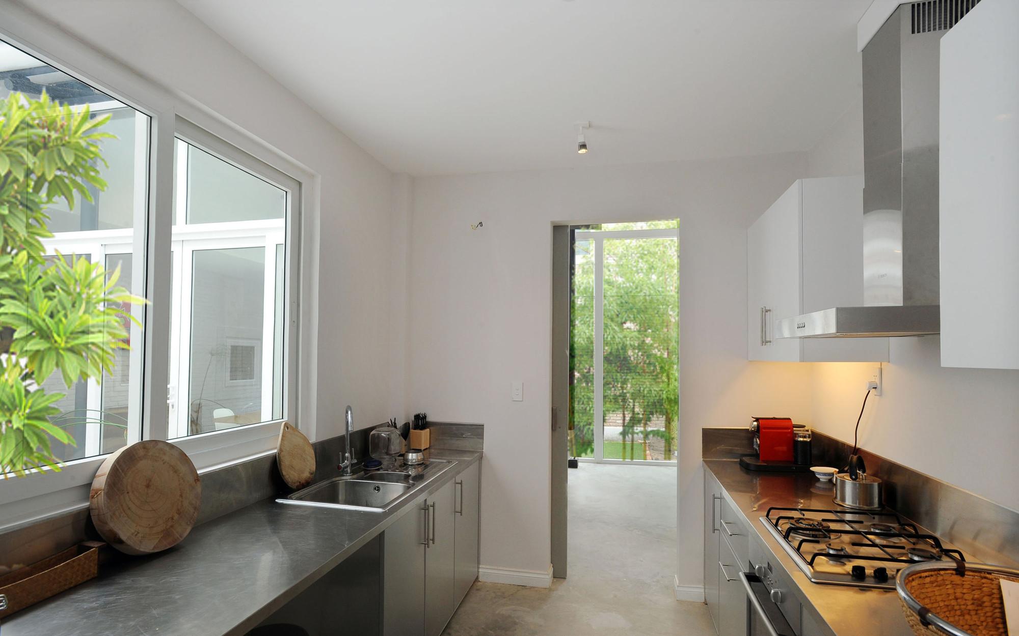 Nhadepvietnam ModernTubeHouse 10 - Modern Tube House - Nhà ống hiện đại với nhiều khoảng xanh phá cách