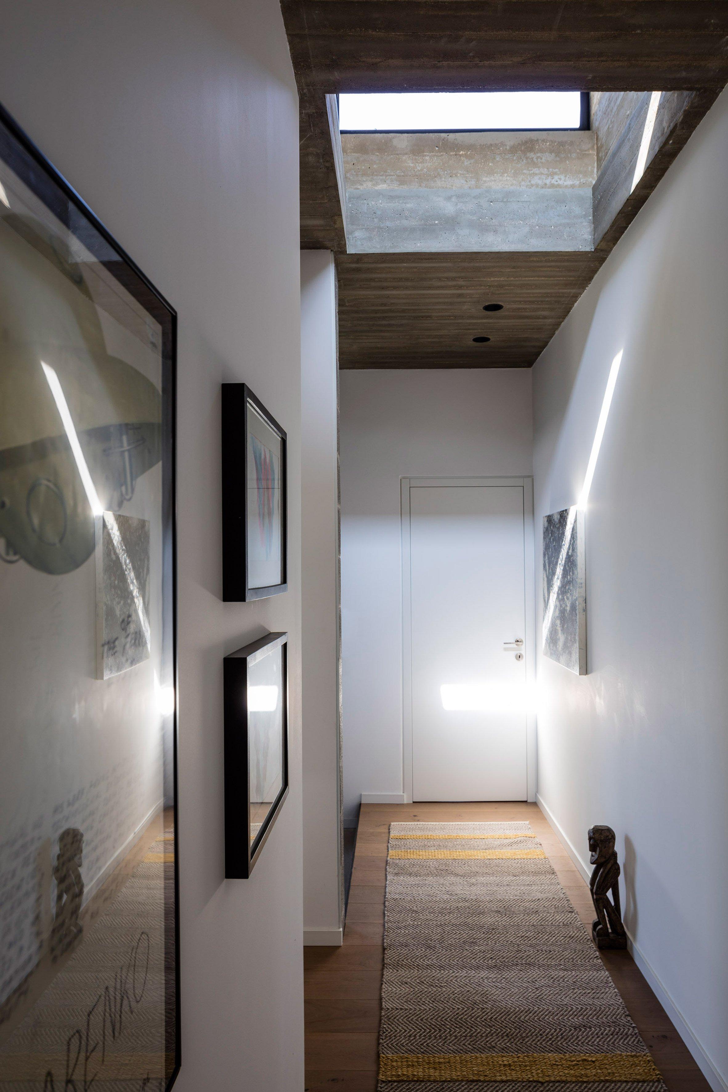 nha dep nuoc ngoai bare house 4 - Bare House – Ngôi nhà mang lại những thoáng nhìn lên bầu trời và những ngọn cây