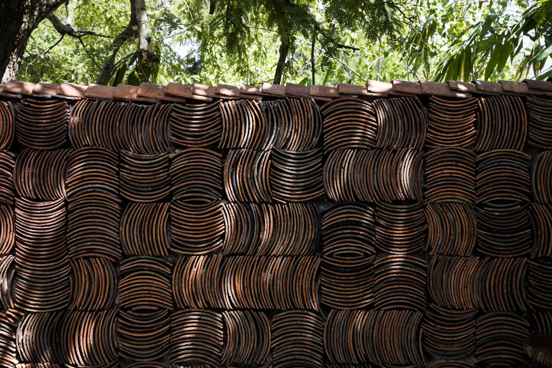 """2000 - Cà phê Thúy Viên """"Tạo từ vật liệu tái sử dụng của các ngôi nhà cũ ở địa phương"""""""