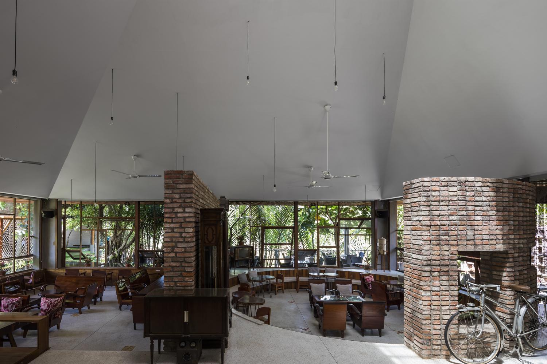 """2684 - Cà phê Thúy Viên """"Tạo từ vật liệu tái sử dụng của các ngôi nhà cũ ở địa phương"""""""