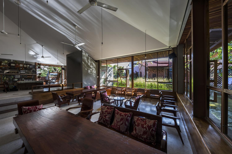 """3004 - Cà phê Thúy Viên """"Tạo từ vật liệu tái sử dụng của các ngôi nhà cũ ở địa phương"""""""