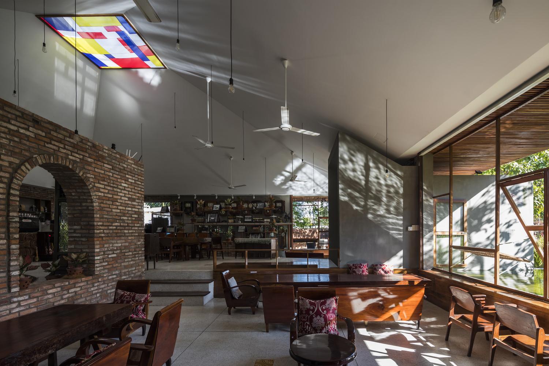 """3023 - Cà phê Thúy Viên """"Tạo từ vật liệu tái sử dụng của các ngôi nhà cũ ở địa phương"""""""